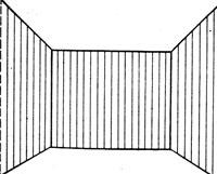 обои с вертикальным узором и светлый потолок исправят пропорции низкого помещения