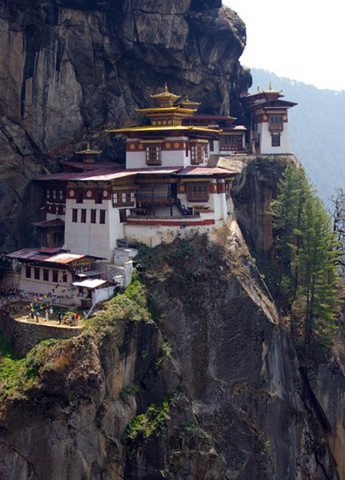 скала монастырь