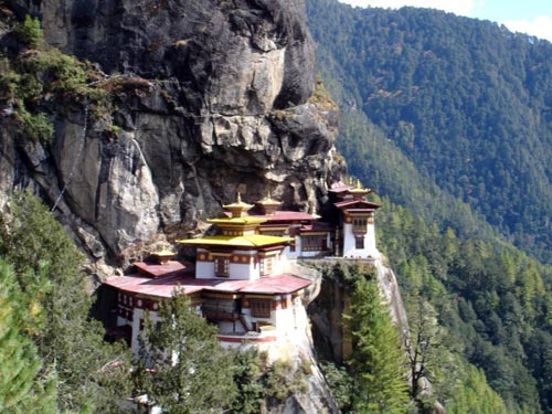 монастырь скала