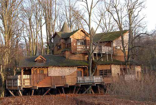 деревянный дом невероятной конструкции