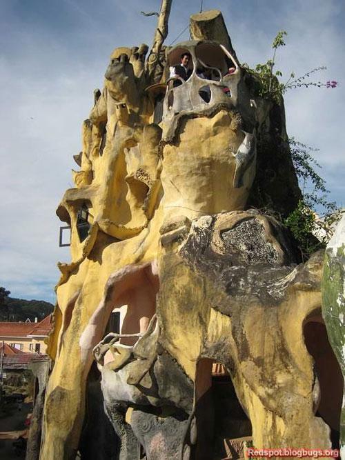 странное здание из камня